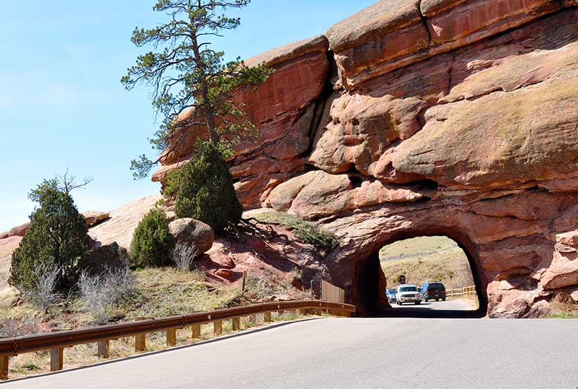red rocks trail road to shallow cave