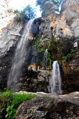 12_hanging-lake-colorado-spoutingrockfalls