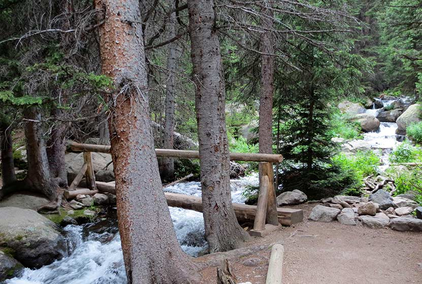 01-footbridge-jewel-lake-rocky-mountain-national-park-header