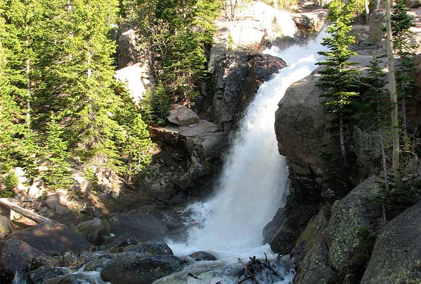 alberta-falls-haiyaha-loop-waterfall