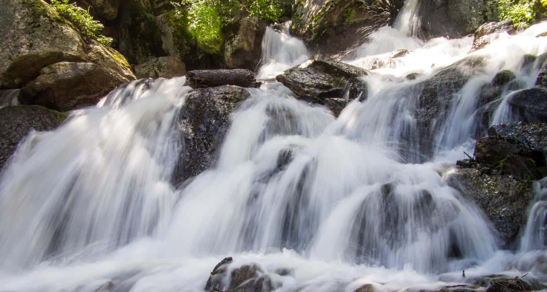 cascades over rock at catmount falls hike near colorado springs