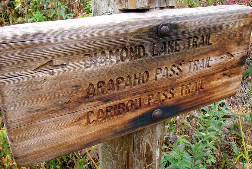 trail sign turn left to diamond lake