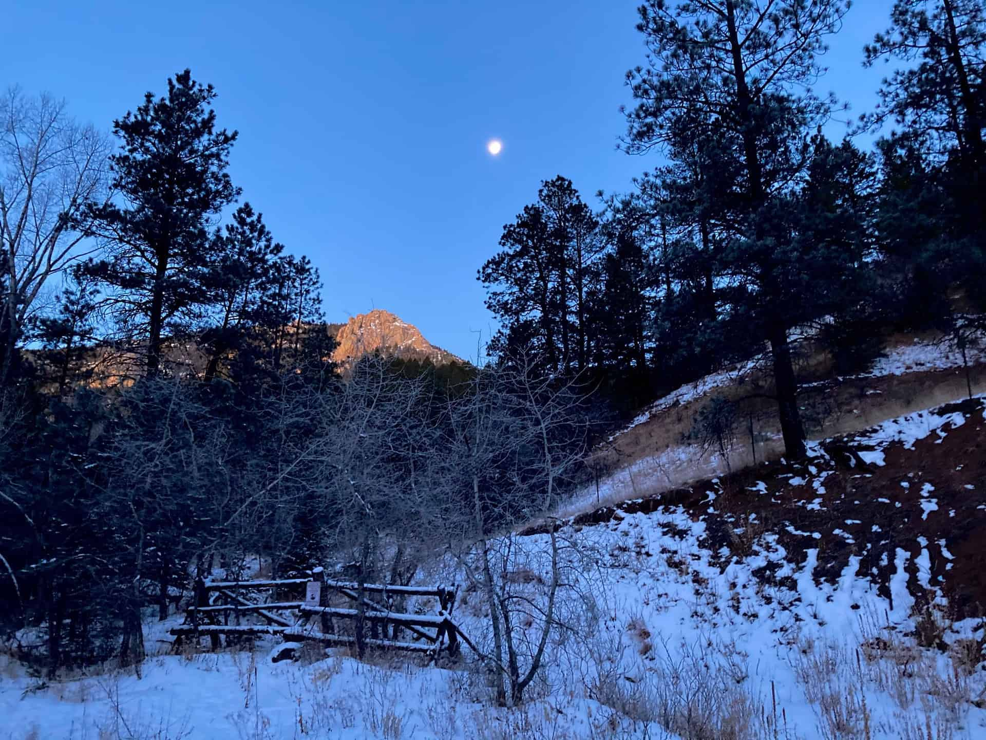 moon and sunrise on the mountain on section 16 hike near colorado springs